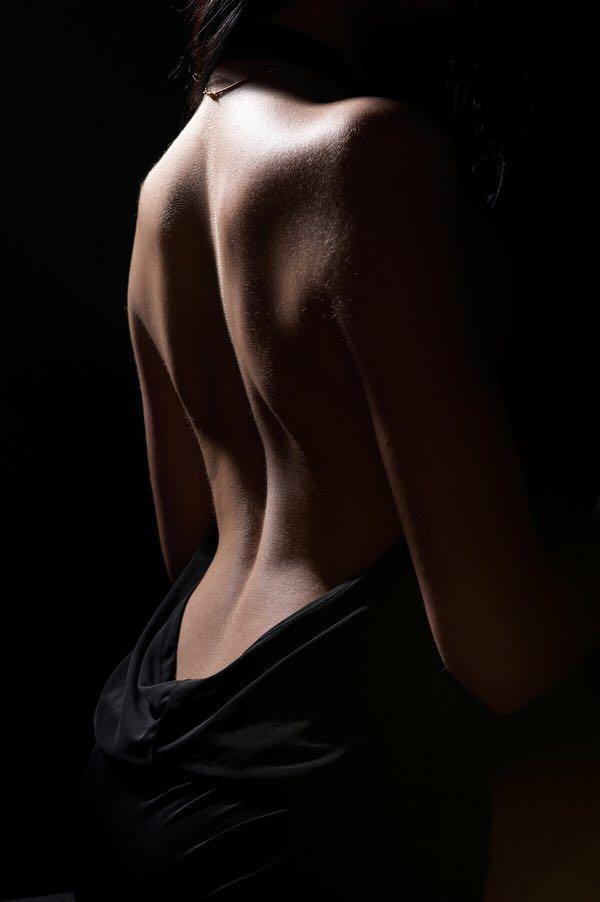 Черно белое женской спины